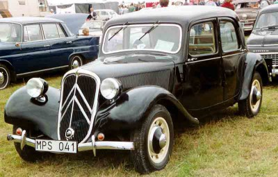 Citroen_B11_Sport_4-Door_Berline_1947.jpg