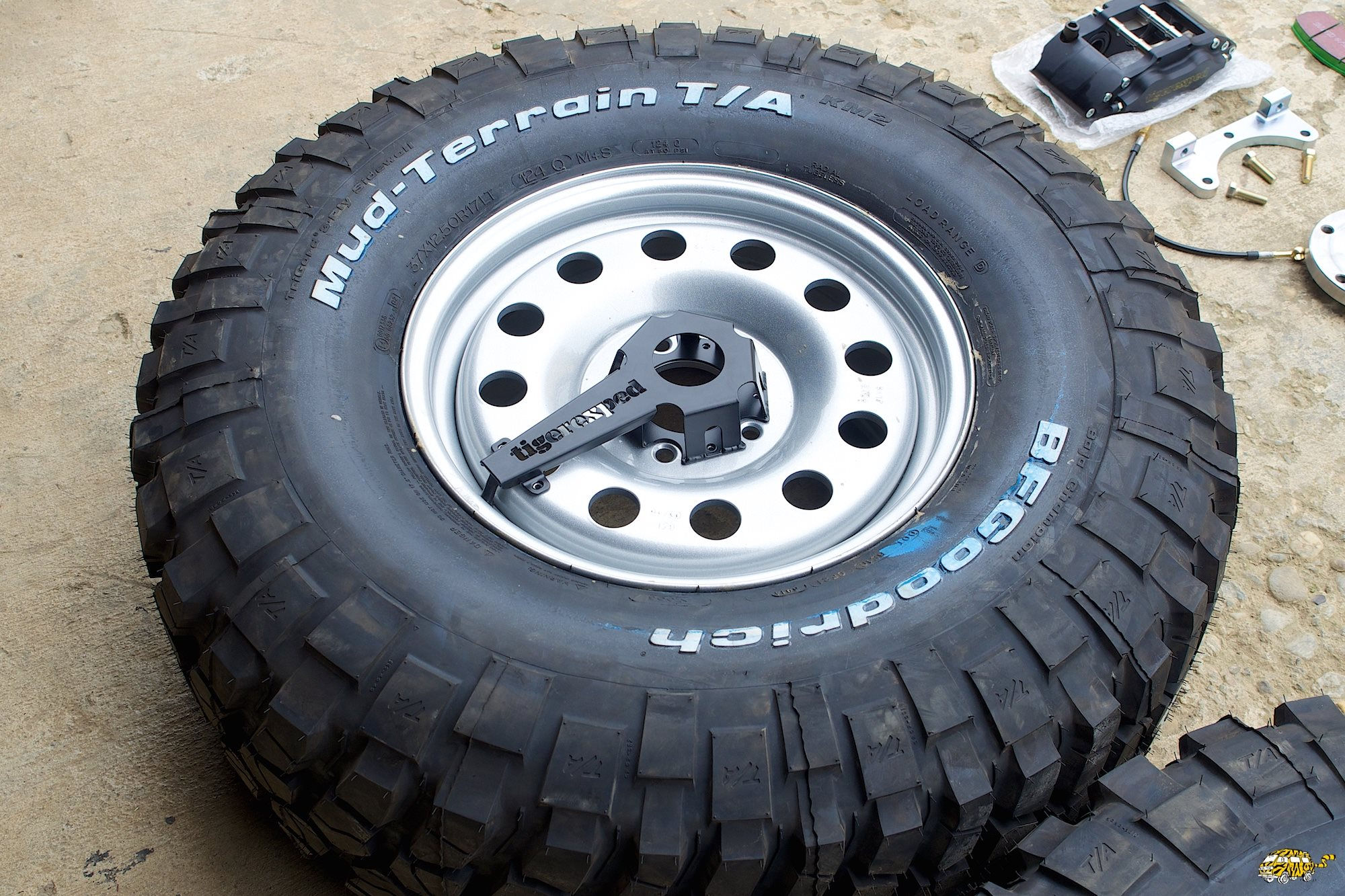 Volvo 6x6 Tiger Exped Brake Kit gonflage auto.jpg