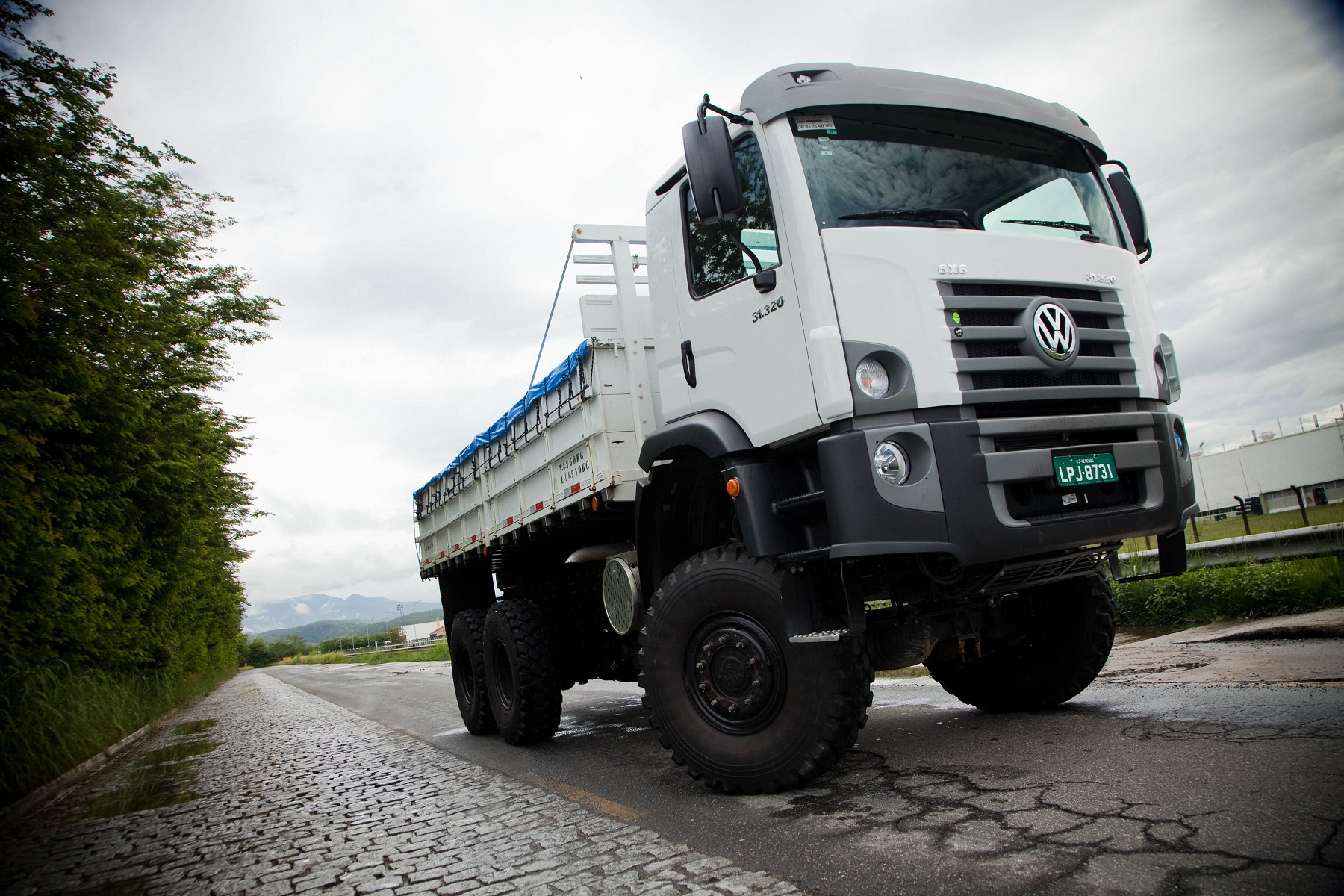 VW-Constellation-31.320-6x6-Militar.jpg